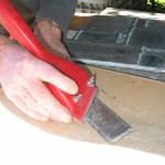 verwijderen van kit bij een nieuw glas in lood raam