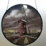 Raamhanger met brandschildering, Holllands landschap met molen, doorsnede 240mm