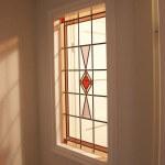zonlicht door het glas in lood